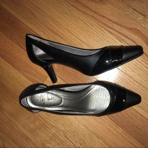Black High Heel Shoes (Size: 8.5)